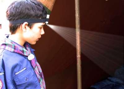 Tentinspectie met de LED hoofdlamp